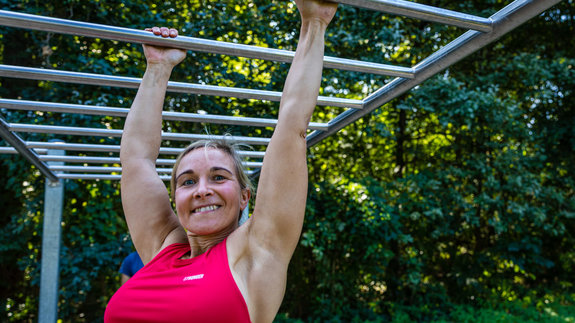Calisthenics-Sportler turnen in Cottbus